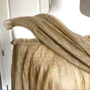 seewe paris Tops - [Holiday] Off the shoulder gold & silver blouse